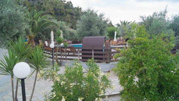 Dolores Restaurant Beach Bar στην παραλία Λεφτός Γιαλός