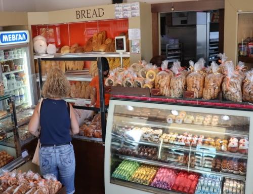 Γκαγκώσης Αρτοποιεία στην πλατεία Ηρώων  στο Λαύριο  (βίντεο)