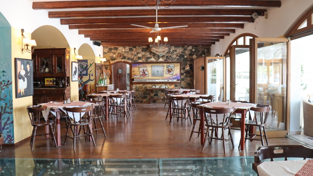 Hotel Acropol στα Καμένα Βούρλα