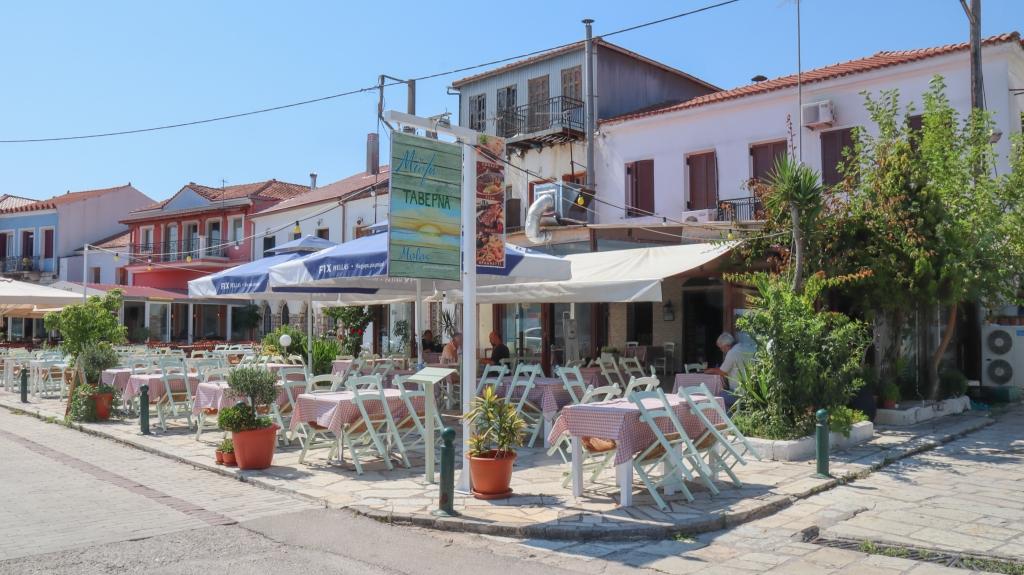 Molos εστιατόριο στην παραλία της Βόνιτσας