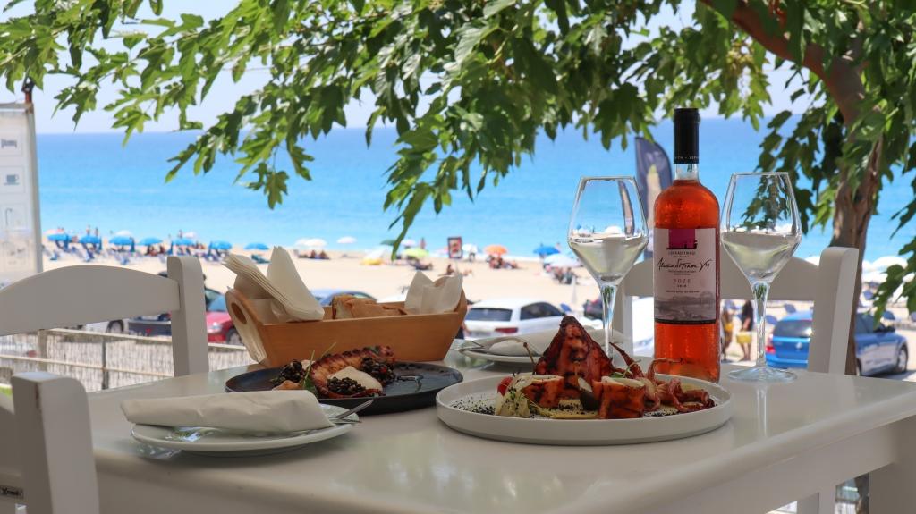 Monato Γεύσεις και Σουίτες στην παραλία Κάθισμα